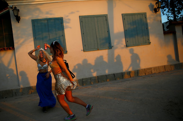 Revellers take part in the annual block party in Paqueta island during pre-carnival festivities on Guanabara bay, Rio de Janeiro, Brazil, February 18, 2017. (Photo by Ricardo Moraes/Reuters)