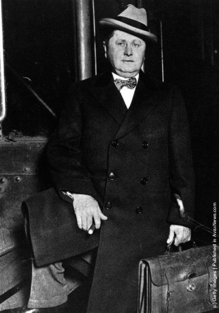1920: American chewing gum magnate William Wrigley Jnr