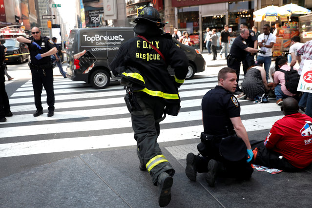 A New York City Fire Department (FDNY) emergency worker rushes to a scene in Times Square after a speeding vehicle struck pedestrians on the sidewalk in New York City, May 18, 2017. (Photo by Mike Segar/Reuters)