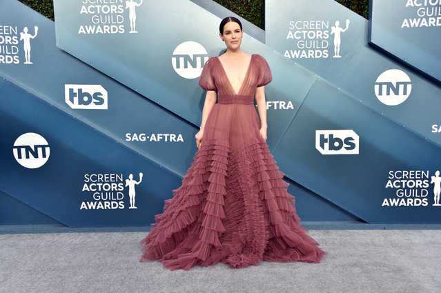 Emily Hampshire attends the 26th Annual Screen ActorsGuild Awards at The Shrine Auditorium on January 19, 2020 in Los Angeles, California. (Photo by Gregg DeGuire/Getty Images for Turner)