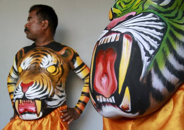 "Dancers in body paint wait to take part in a performance during festivities marking the start of the annual harvest festival of ""Onam"" in Kochi, India, August 19, 2015. (Photo by Sivaram V/Reuters)"