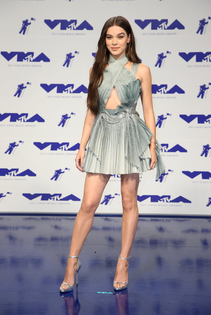 Hailee Steinfeld poses in the press room at the MTV Video Music Awards at The Forum on Sunday, August 27, 2017, in Inglewood, Calif. (Photo by Danny Moloshok/Reuters)