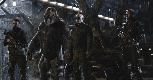 "This image released by Twentieth Century Fox shows Woody Harrelson, center, in a scene from ""War for the Planet of the Apes"". (Photo by Twentieth Century Fox via AP Photo)"