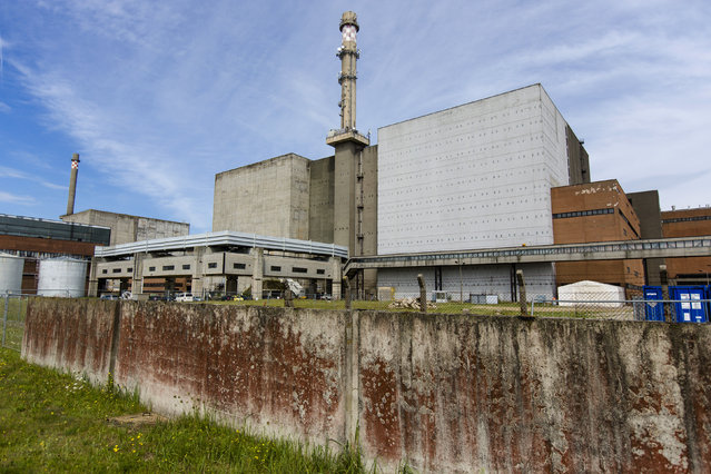An exterior view shows decommissioned Units Six (L of chimney) and Five of the Greifswald nuclear power station outside Lubmin August 5, 2014. (Photo by Thomas Peter/Reuters)