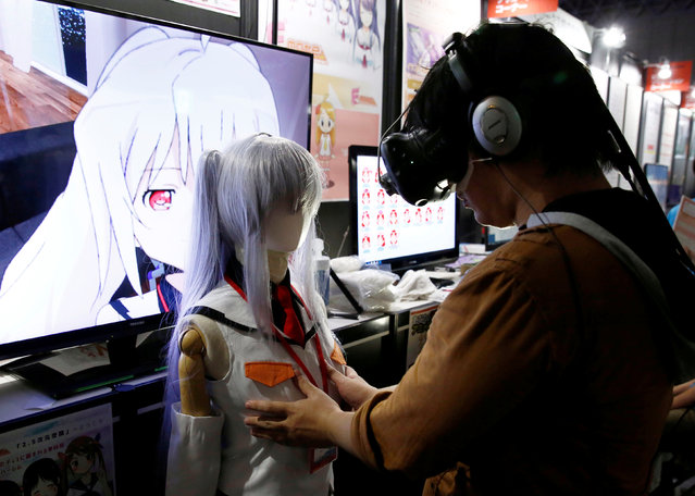 "A man touches a mannequin as he tries out a M2 Co.Ltd's ""E-mote"" system as the monitor shows the image from the VR device at Tokyo Game Show 2016 in Chiba, east of Tokyo, Japan, September 15, 2016. (Photo by Kim Kyung-Hoon/Reuters)"