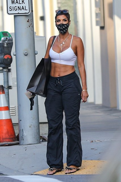 American model Nicole Murphy puts her rock hard abs on display as she waits to cross the street during a solo retail therapy session on Rodeo Drive in Beverly Hills on October 5, 2020. (Photo by Backgrid USA)