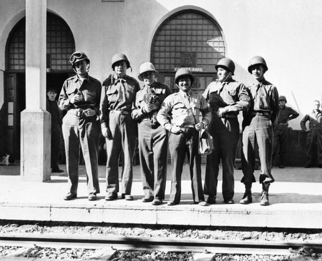 Six correspondents and photographers who landed under fire in the Casablanca area, Morocco on December 21, 1942, take time out from picture snapping, to pose for one themselves. From left to right are John Jarrell of International News Service, David Brown of Reuters, Irving Smith of Universal Newsreel, Sam Schulman of International News Photos, Harold Boyle of Associated Press, and Walter Logan of United Press. (Photo by AP Photo/International News Photo)