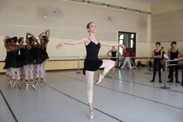 Catherine Conley (C), the first American to study at Cuba's prestigious National Ballet School (ENB) takes part in a practice in Havana, Cuba, October 12, 2016. Catherine Conley, the first American full-time student at Cuba's prestigious National Ballet School, hopes to gain an edge back home by learning the powerful Cuban style with its dazzling turns and jumps. Communist-led Cuba is renowned for its rigorous, state-subsidised ballet education and has produced an outsized share of dance stars, such as Carlos Acosta and Jose Manuel Carreno, for a small island of 11 million inhabitants. Cuba's National Ballet School (ENB), which claims to be the world's largest with 3,000 students, has long trained many foreign dancers. But no American had joined its full-time program during the half-century long conflict between Cuba and United States. (Photo by Alexandre Meneghini/Reuters)