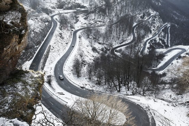 A winding road through the snow near Urbasa, Navarra, Spain, 29 December 2014. Temperatures are to drop in Navarra later this evening, going below freezing. (Photo by Jesus Diges/EPA)