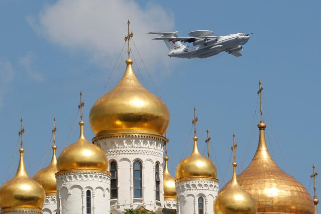 A Russian A-50 early warning aircraft flies above a cathedral during the Victory Day Parade in Moscow, Russia June 24, 2020. (Photo by Evgenia Novozhenina/Reuters)