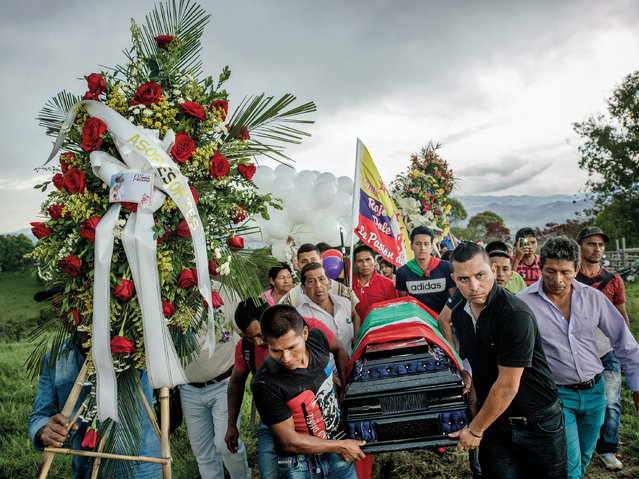 Friends, relatives and members of the local community carry the coffin of Gerson Acosta up a hill to the graveyard. The murders of local civil society leaders pose a serious risk to the peace process. (Photo by Mads Nissen/Politiken/The Guardian/Panos Pictures)