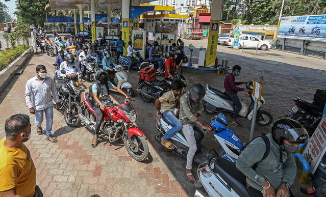 Motorist queue to refill fuel tanks at the petrol station in Mumbai, India, 09 March 2021. Petrol price cross historic-high levels of INR 100 (USD 1.37) per litre in several cities across the country. Petrol price in Mumbai is INR 97.57 (USD 1.33) per litre. (Photo by Divyakant Solanki/EPA/EFE)