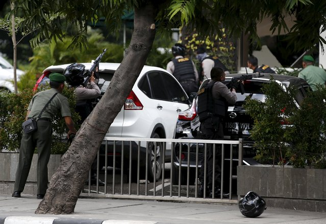 Indonesian security forces point their weapons during an attack in central Jakarta January 14, 2016. Five militants, including one foreigner, were killed in the gun and bomb assault in central Jakarta, Indonesia's chief security minister said on Thursday. (Photo by Darren Whiteside/Reuters)