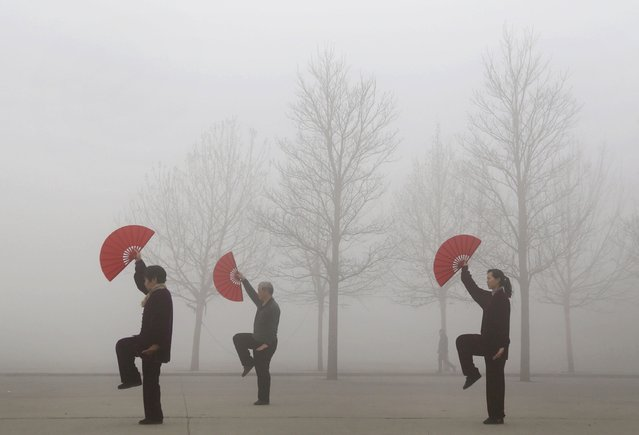 People do morning exercises on a polluted day in Jiaozuo, Henan province, March 16, 2015. China cannot relent on efforts to tackle pollution, though a rapid turnaround should not be expected, the environment minister told a news conference early this month during China's annual parliamentary meeting. (Photo by Reuters/China Daily)