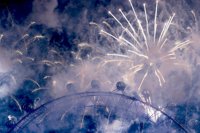 Fireworks illuminate the sky over the Big Ben and The London Eye during New Year's Eve celebrations in London, Britain, 01 January 2017. (Photo by Hannah McKay/EPA)