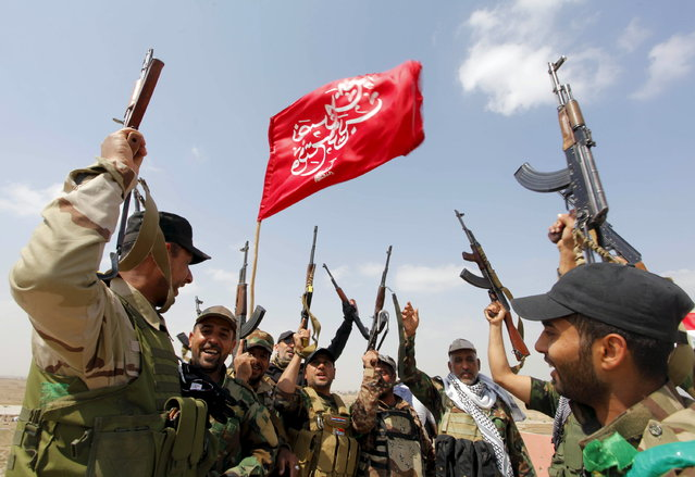 Members of the Hashid Shaabi (Popular Mobilization) forces, which allied with Iraqi forces, chant slogans against the Islamic State in Tikrit, March 30, 2015. (Photo by Alaa Al-Marjani/Reuters)
