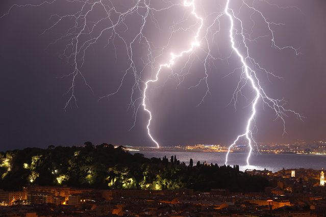 "Flashes of lightning strike above the ""Baie des Anges"", on October 4, 2013, in Nice, southeastern France. (Photo by Valery Hache/AFP Photo)"