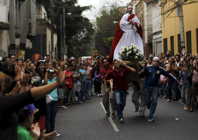 Devoted Catholics from Honduras carry a statue of a Saint as they participate in an Easter Sunday procession in Tegucigalpa April 5, 2015. (Photo by Jorge Cabrera/Reuters)