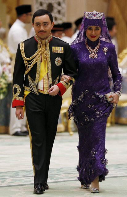 Brunei's newly wed royal couple, Prince Abdul Malik and Dayangku Raabi'atul 'Adawiyyah Pengiran Haji Bolkiah,  arrive at the royal wedding banquet at the Nurul Iman Palace in Bandar Seri Begawan April 12, 2015. (Photo by Olivia Harris/Reuters)