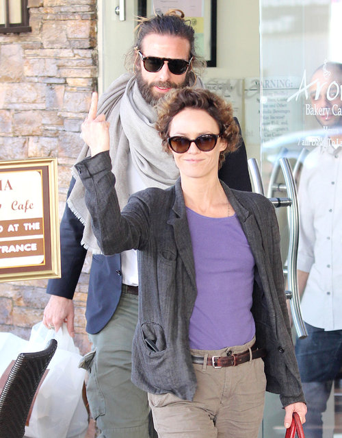 Vanessa Paradis out for the first time after her divorce for lunch at Aroma Cafe. (Photo by  Splash News)