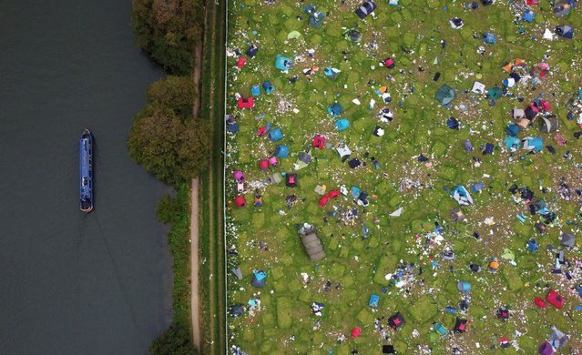 Abandoned tents are seen at the Reading Festival campsite after the event, in Reading, Britain, August 31, 2021. Picture taken with a drone. (Photo by Matthew Childs/Reuters)