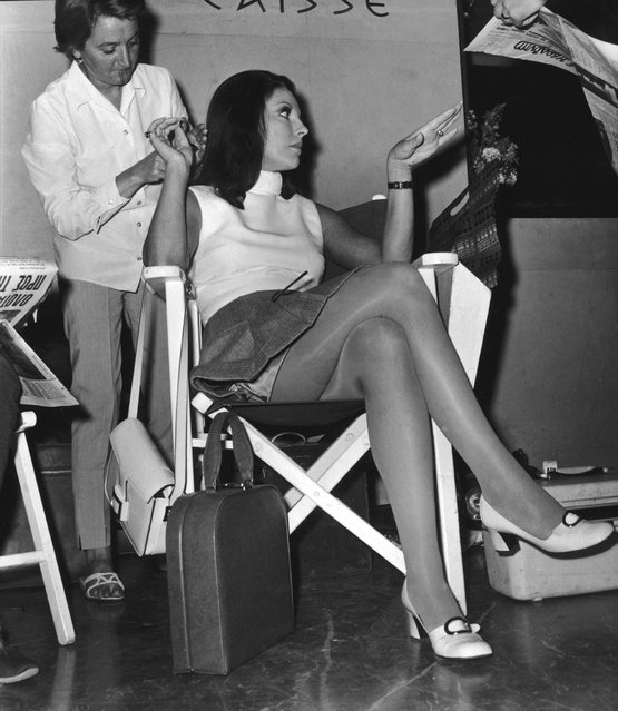 """British actress Joan Collins prepares to shoot a scene for """"The Executioner"""", directed by Sam Wanamaker, at the Hilton Hotel in Athens, 22nd May 1969. (Photo by Getty Images/Keystone/Hulton Archive)"""