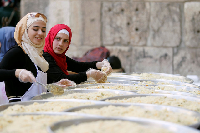 Women, who are members of Saaed group, prepare food to be given out as Iftar meals for the poor and internally displaced Syrians during the month of Ramadan in Damascus, Syria June 18, 2016. (Photo by Omar Sanadiki/Reuters)