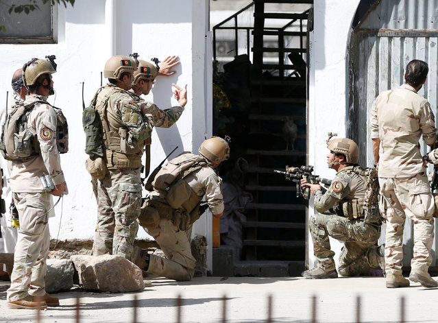 Afghan security forces arrive at the site of a suicide attack followed by a clash between Afghan forces and insurgents after an attack on a Shi'ite Muslim mosque in Kabul, Afghanistan on Friday, August 25, 2017. (Photo by Omar Sobhani/Reuters)