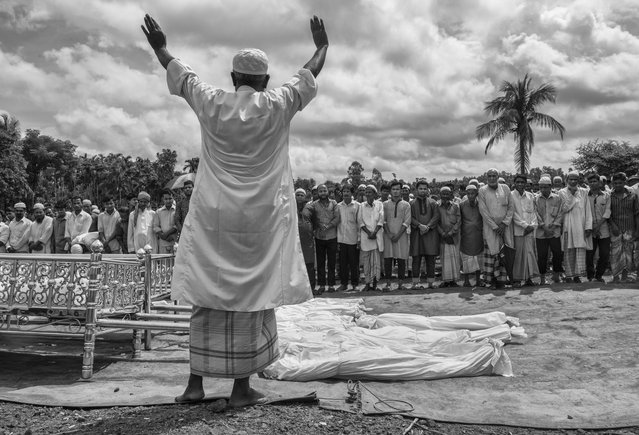 An Islamic cleric leads prayers for 16 Rohingya refugees who dies when their boat capsized while fleeing Myanmar  during their funeral on September 29, 2017 in Cox's Bazar, Bangladesh. (Photo by Kevin Frayer/Getty Images)