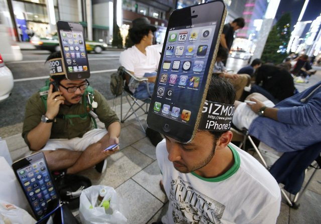 Men wearing cardboard hats, depicting Apple's new iPhone 5, line up outside Apple's store in Ginza, Japan, on September 25, 2012. (Photo by Toru Hanai/Reuters)