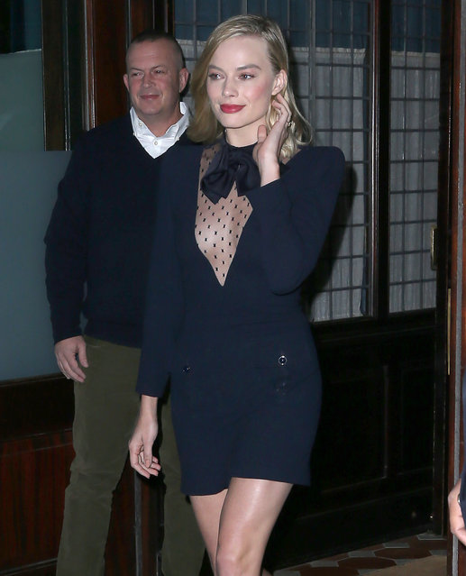 Margot Robbie leaves her hotel in New York City on November 30, 2017. (Photo by Splash News and Pictures)