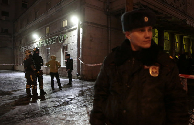 Emergency Ministry members and policemen are seen outside a supermarket after an explosion in St Petersburg, Russia December 27, 2017. (Photo by Anton Vaganov/Reuters)