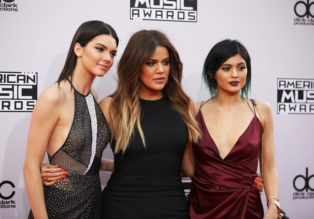 2014 American Music Awards Red Carpet Arrivals
