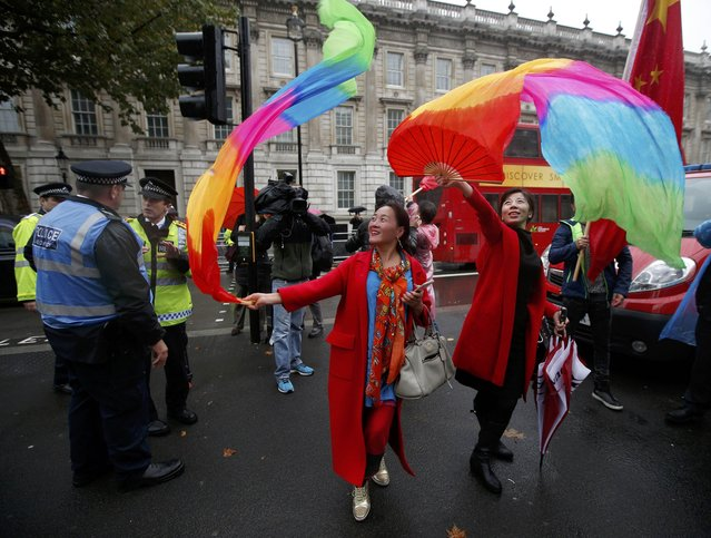 Supporters of China's President Xi Jinping wave colourful fans on Whitehall outside Downing Street ahead of Xi's visit, in central London, Britain, October 21, 2015. (Photo by Peter Nicholls/Reuters)