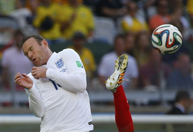 England's Wayne Rooney (L) fights for the ball with Costa Rica's Junior Diaz during their 2014 World Cup Group D soccer match at the Mineirao stadium in Belo Horizonte, in this June 24, 2014 file photo. (Photo by Damir Sagolj/Reuters)