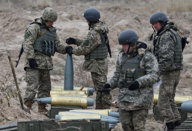 Ukrainian servicemen prepare shells during military exercises near the village of Divychky in Kiev region, Ukraine, October 21, 2016. (Photo by Valentyn Ogirenko/Reuters)