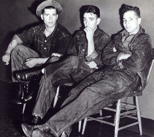 A group of American teenagers wearing denim, circa 1955. (Photo by Pavelle Jacobs/Three Lions/Getty Images)