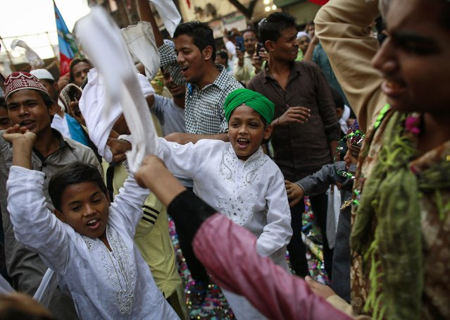 Children dance during a procession to mark Eid-e-Milad-ul-Nabi, or birthday celebrations of Prophet Mohammad, in Mumbai January 4, 2015. (Photo by Danish Siddiqui/Reuters)