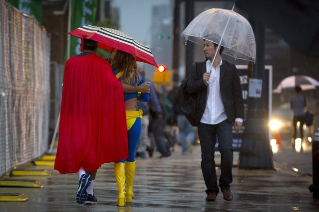 New York Comic Con attendees walk through the rain on day two of the event in Manhattan, New York, October 9, 2015. (Photo by Andrew Kelly/Reuters)
