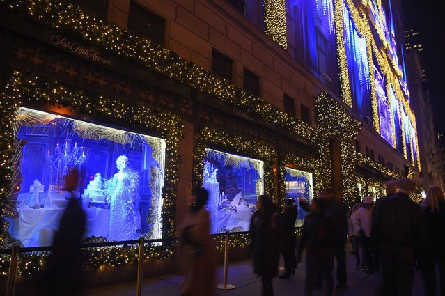General view of a Saks Fifth Avenue Holiday shopping window display on November 30, 2015 in New York City. (Photo by Michael Loccisano/Getty Images)