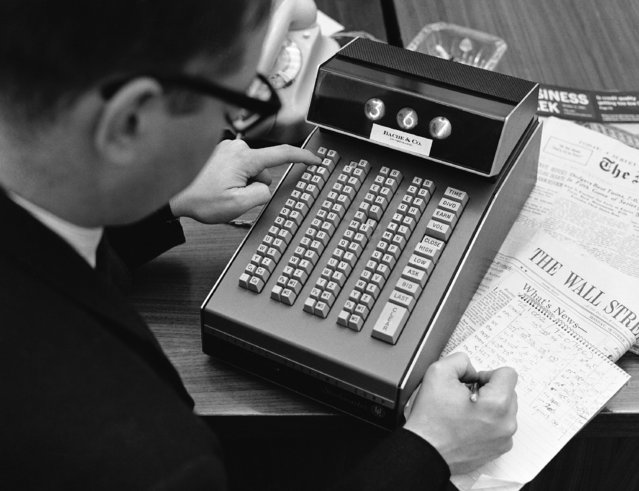Latest Wall street reports can be made available in seconds with this device which a New York broker installed in his Frankfurt subsidiary, October 26, 1965. The device is linked directly with a New York computer. Client pushes buttons; a two letter combination stands for each important company Wall street deals with. Scale shows figures asked for. For example high and low course, last dividend, last earnings. (Photo by AP Photo)