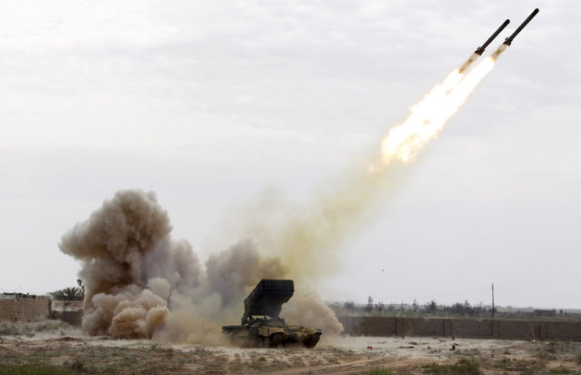 Iraqi security forces launch a rocket towards Islamic State militants during clashes at a frontline in Tikrit, March 28, 2015. (Photo by Thaier Al-Sudani/Reuters)