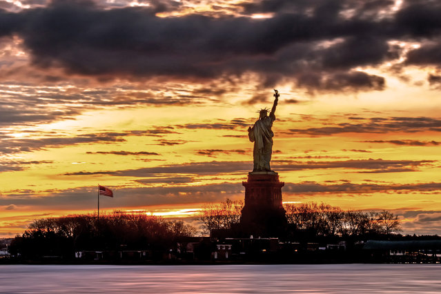 This photographer has a long love affair with lady liberty – and has captured it on film. The amazing pictures show the Statue of Liberty silhouetted against an array of beautiful backdrops, In some photographs she appears to be supporting the moon, in others celebrating with fireworks in the background. The pictures were taken by fine art photographer Peter Alessandria from New Jersey. He started taking the pictures of the statue in 2013 as part of his work capturing New Yorks famous landmarks. Here: The statue of liberty in New York City, New York. (Photo by Peter Alessandria/Caters News)