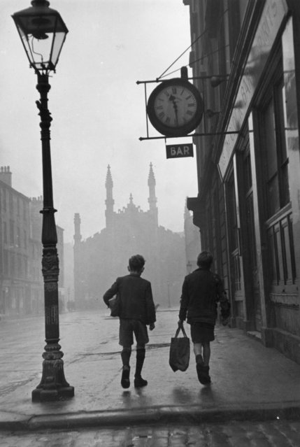 Two boys walking along a street in the run-down Gorbals area of Glasgow on January 31, 1948. (Photo by Bert Hardy/Picture Post/Getty Images)
