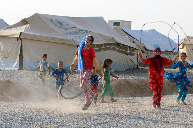 Displaced children play with ropes in Hassan Sham camp, east of Mosul, Iraq July 7,2017. (Photo by Alaa Al-Marjani/Reuters)