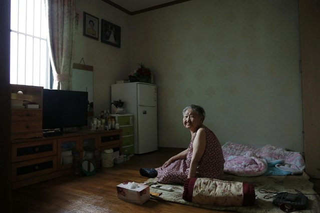 """South Korean former """"comfort woman"""" Gil Won-ok sits in her room at the """"Our Home"""" shelter for former """"comfort women"""" in Seoul, South Korea, July 23, 2015. (Photo by Kim Kyung-Hoon/Reuters)"""