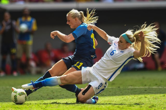 Sweden forward Stina Blackstenius (L) kicks to score marked by US' defender Whitney Engen, during the Rio 2016 Olympic Games Quarter-finals women's football match USA vs Sweden, at the Mane Garrincha Stadium in Brasilia on August 12, 2016. (Photo by Evaristo Sa/AFP Photo)