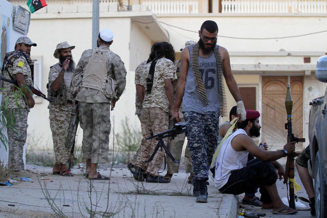 Fighters from Libyan forces allied with the U.N.-backed government take position during a battle with Islamic State fighters in Sirte, Libya August 21, 2016. (Photo by Hani Amara/Reuters)