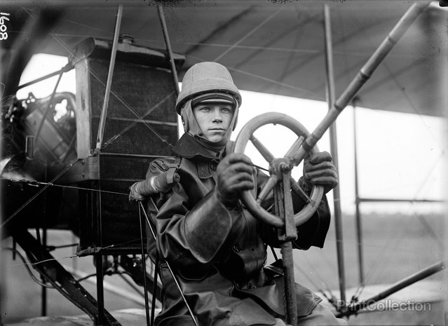Aviation, Army, College Park. Tests of Curtiss Palne for Army, Single Control. Created by Harris & Ewing. Published in 1912.