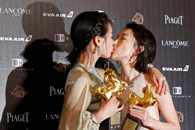"Actors Ma Sichun (L) and Zhou Dongyu pose backstage after both won the Best Leading Actress award for their movie ""Soul Mate"" at the 53rd Golden Horse Film Awards in Taipei, Taiwan November 26, 2016. (Photo by Tyrone Siu/Reuters)"